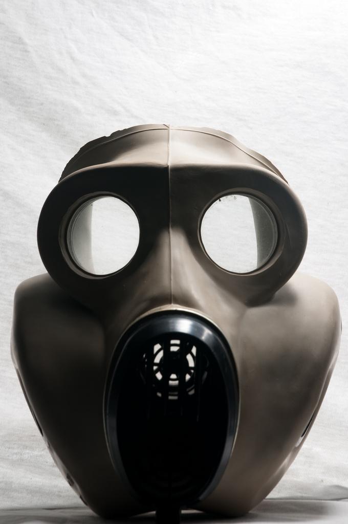 16) Gas mask