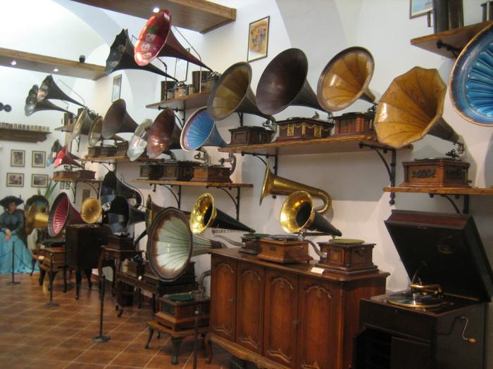 2) Phonograph
