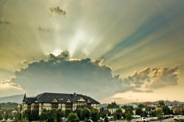 4) Pigeon Forge clings close to Gatlinburg and offers crazy beautiful views of Tennessee's valleys and mountains of the east.