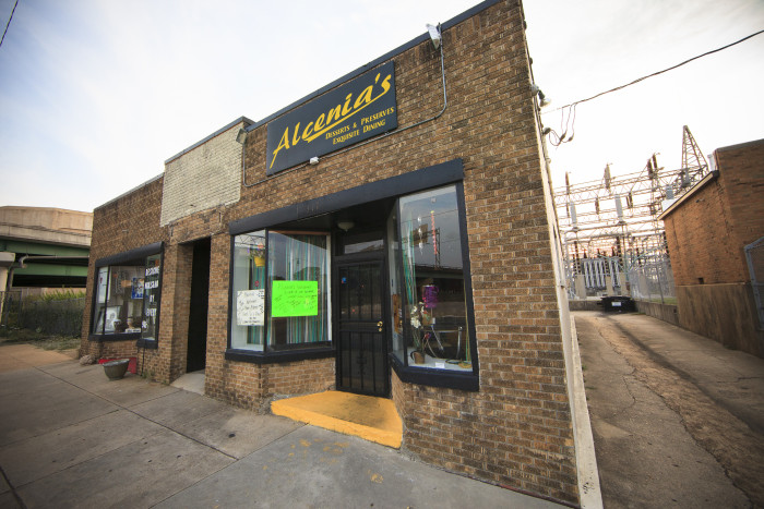 "15) Alcenia's is a Memphis based restaurant that's fun for those seeking a great bowl of macaroni and cheese or fried catfish. It was even a featured restaurant on, ""Diners, Drive Ins and Dives."""