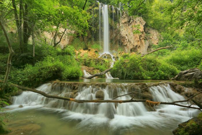 4. Falling Springs Waterfall, Covington