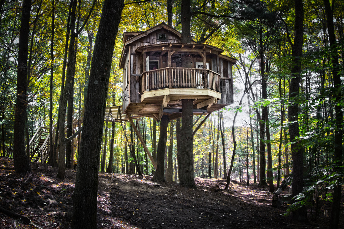 These awesome mohican treehouses are located in ohio for Cabin rentals in vasche idromassaggio del missouri