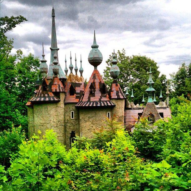 7. Castle Mont Rouge, Rougemont