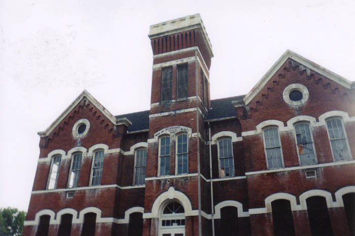 7) Higginsport School: Built in 1880, this creepy, abandoned public school building is located in Brown County. Used as a haunted house in the fall, there's one lesson we can all still learn from this former educational center: Stay away unless you're absolutely fearless.