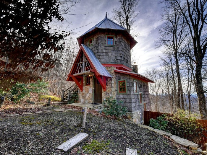 Eight castles hiding in north carolina for Tiny castle house plans