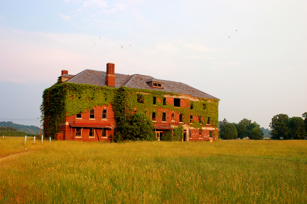 These 10 Horrifying Places In West Virginia May Haunt Your