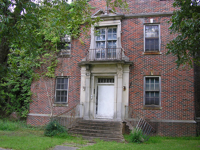"9) Terrell State Hospital, an abandoned insane asylum in Terrell, Texas. This building definitely should be investigated by the crew of ""Ghost Adventures,"" wouldn't you agree?"