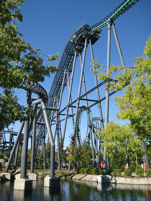 13. Adrenaline junkies, go in for a kiss at the top of a roller coaster!