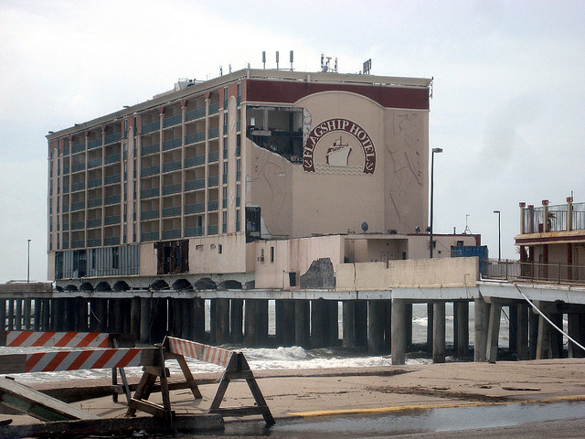 16) The Flagship Hotel in Galveston, sadly destroyed in Hurricane Ike in 2008, was the only hotel ever built entirely over water in the U.S.