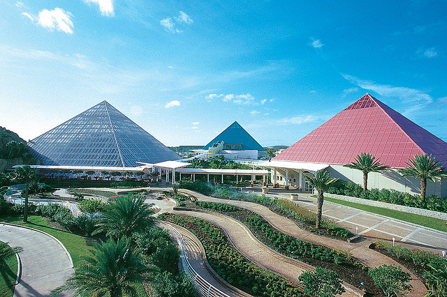 15) Enjoy a day at Moody Gardens in Galveston, just an hour drive from Houston, where you can see both aquatic and rainforest-dwelling animals, plus watch a 3D IMAX movie, ride a giant paddlewheel boat, and even cool off in a wave pool and lazy river.