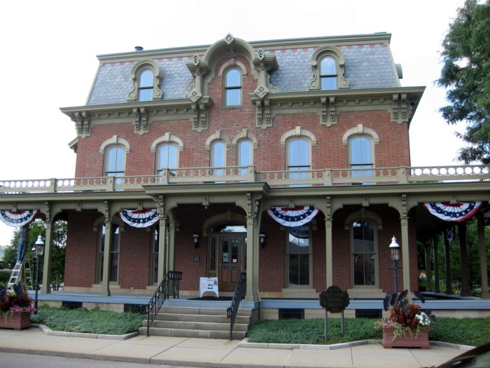 13 Historic Houses Everyone In Ohio Must Visit