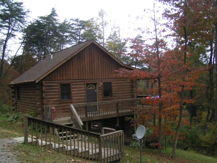 4) Rent a cabin in Hocking Hills for a classic nature getaway at one of the state's most beloved parks.