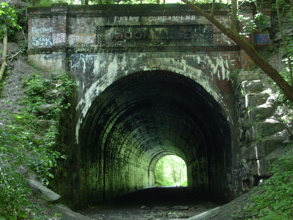 11 haunted places in ohio that will give you chills