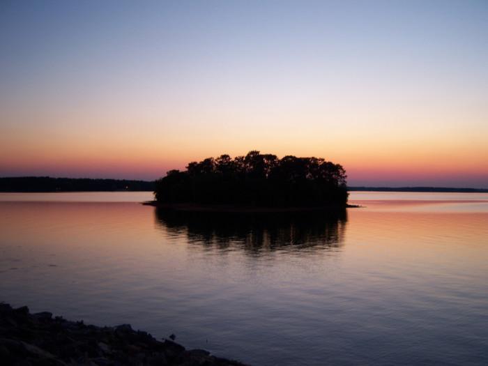 7. Lake Hartwell