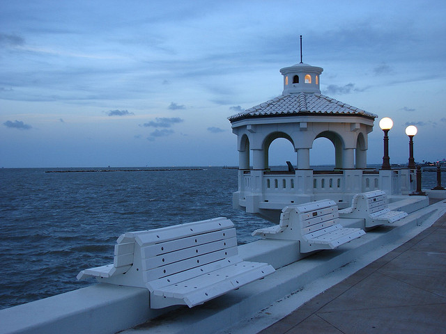 14) Spend a few hours relaxing by the bay in Corpus Christi, and go in for a kiss as sun starts to fade into the horizon. Water just makes everything more romantic.