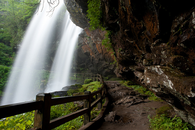 2. Nestle beneath Dry Falls for a perfect first kiss beneath a waterfall...and you'll both stay dry!
