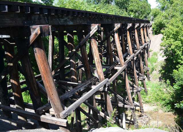 9) Something about old, abandoned railroad trestles just scream romance, so bring your sweetie out to Brenham for an amazing first kiss among the dense greenery.