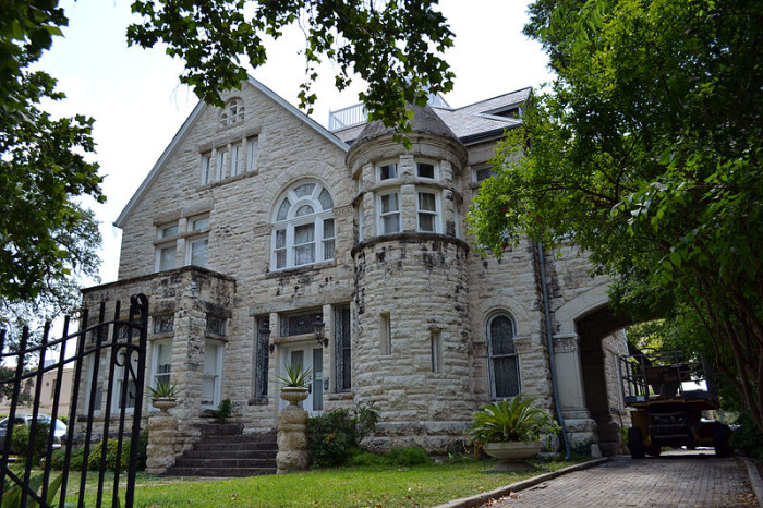 2) Maverick-Carter House: also designed by famous architect Alfred Giles, this beautiful Romanesque style castle was built in 1883, and it's now also considered a historic landmark in San Antonio.
