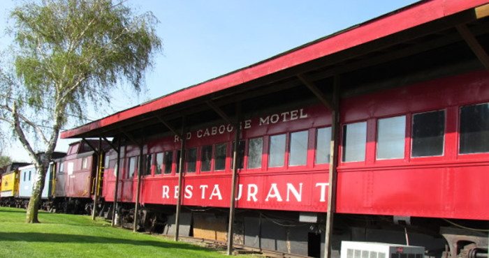 9. Red Caboose Restaurant, Ronks