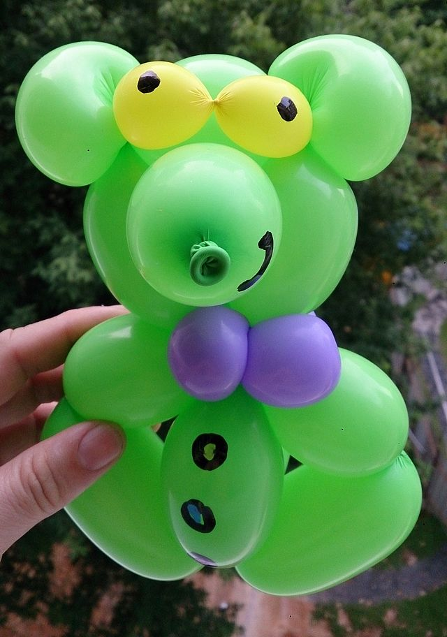 9. Most balloon sculptures made in an hour