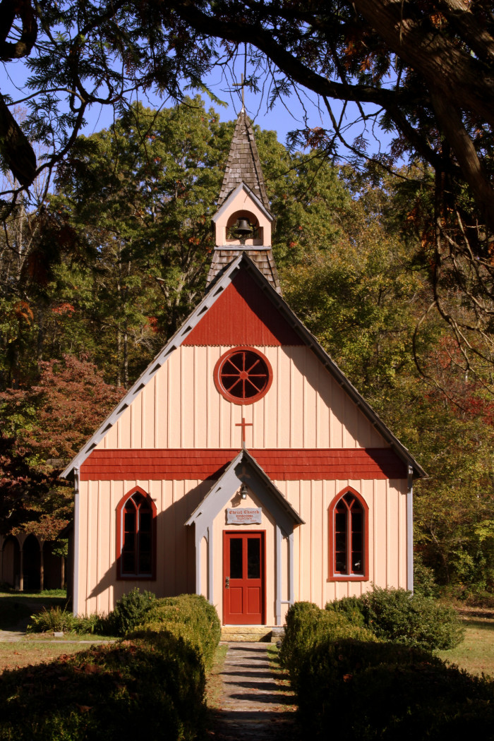 16) Tennessee is known for  its religious roots in the Bible Belt, and the religious architecture spread liberally over the entirety of the state only serves as proof. Take a church tour or sit in on a service - we promise the people are kind.