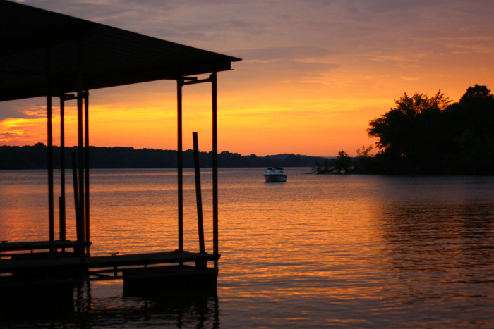6) Old Hickory Lake is rockin' a flattering shade of orange, don't you think?