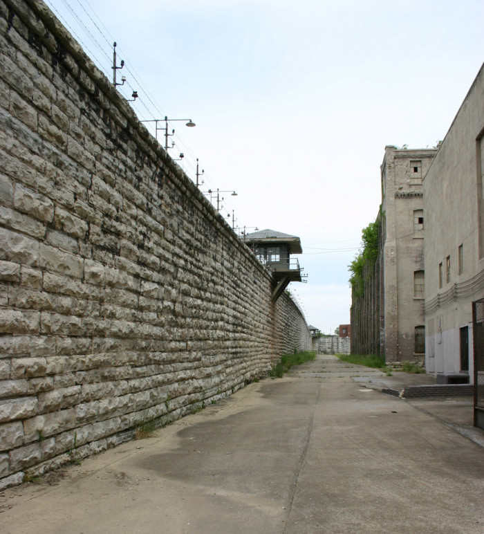 This may not be the actual prison 'green mile,' but the concrete gives us a sense of the heebie-jeebies. Since most of the prisoners were on death row, you can pretty much think that every mile is a certain shade of green.