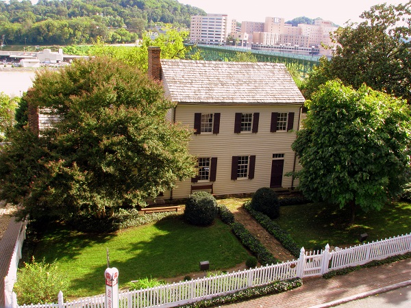 20) William Blount was the governor of the Southwest Terrirory , and his home is known as the, 'house with many eyes.' Having survived years of wear and tear, the house stands strong and open for tours in downtown Knoxville.