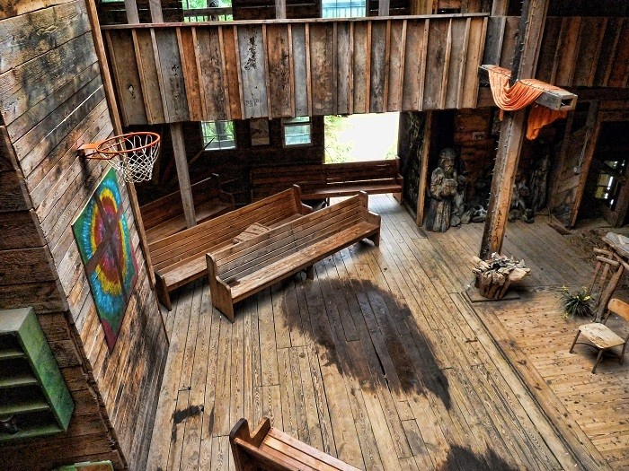 Biggest Treehouse In The World Inside insane tree house in tennessee