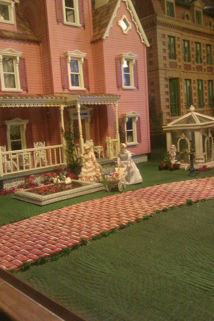 8. The Great American Dollhouse Museum