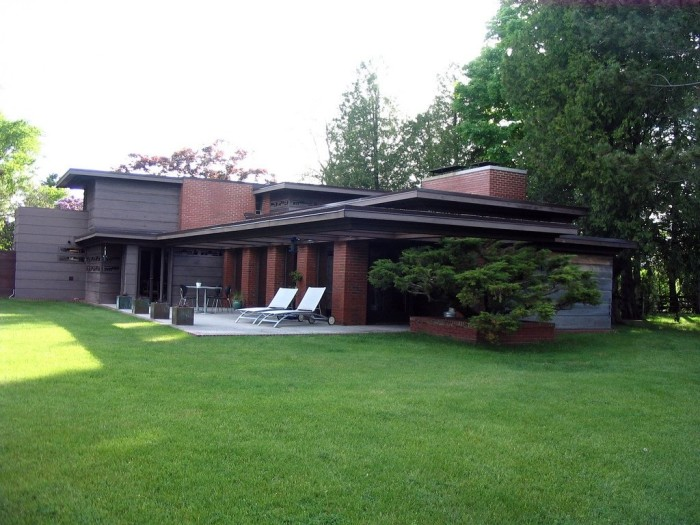 4. Bernard Schwartz House (Two Rivers).  This house was erected in 1939 by Frank Lloyd Wright. Tours are offered.