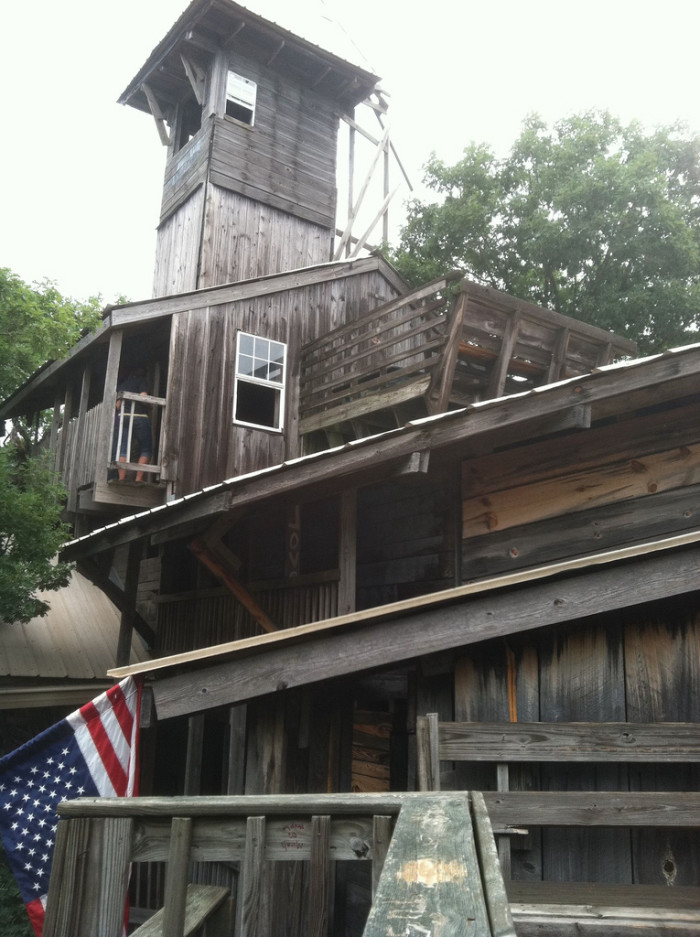 the inside of this huge tree house in tennessee will blow your mind - Biggest Treehouse In The World 2015