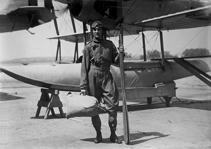 1024px-Lt_com_byrd_and_aircraft