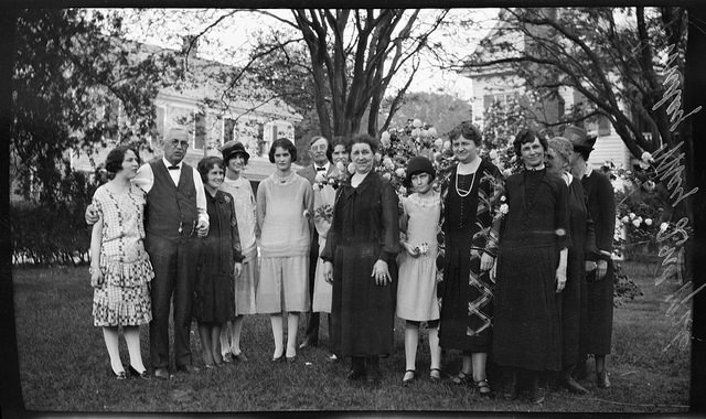 7. 1926, The Surry Parker Family in Dr. R. W Smith's front yard in Hertford.
