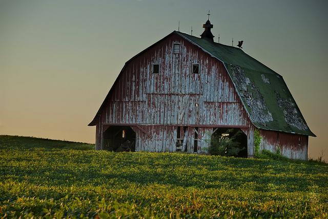 15 Photos Of Beautiful Old Barns In Iowa