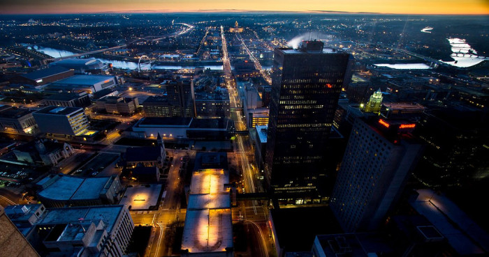 4. Des Moines beginning to wake up at dawn