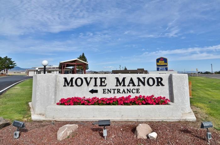 1) Movie Manor Motor Inn (Monte Vista)
