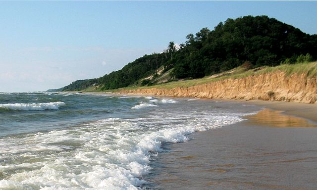 640px-Water_and_Covered_Dune,_Looking_North,_Saugatuck_Dunes_State_Park,_Michigan