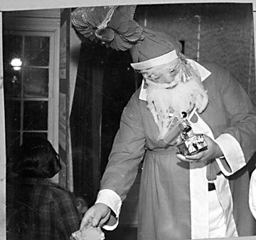 14. 1938, a very scary Santa.