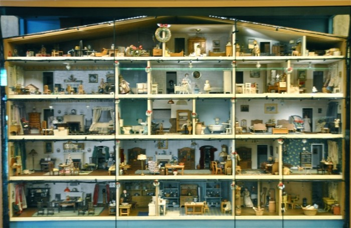 10. Great American Dollhouse Museum in Danville