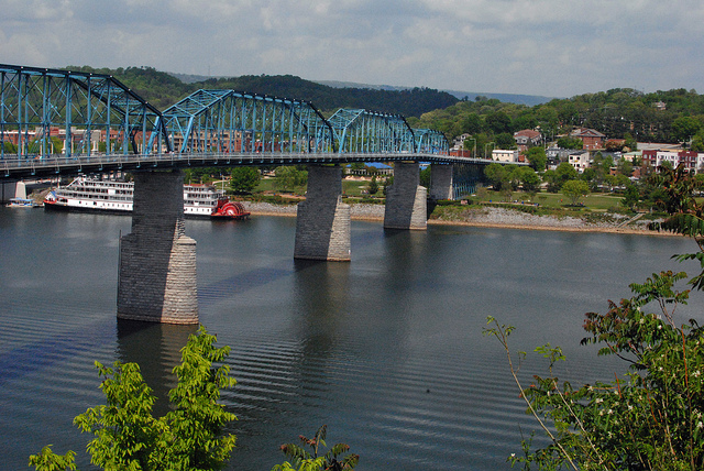 5) Steal A Kiss On The Chattanooga Riverbank