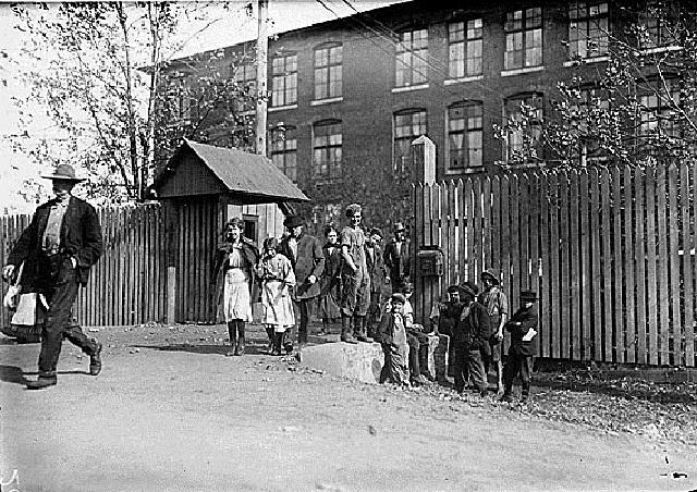 6. Child workers at Merrimac Mills in Huntsville, 1910