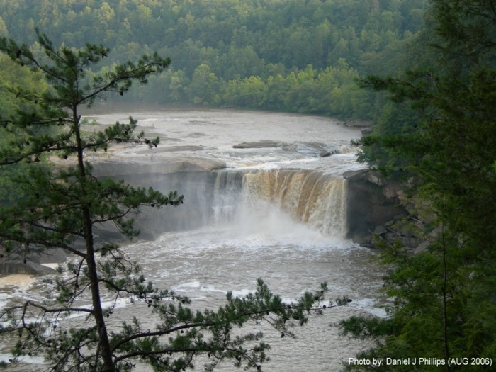 6. The incredibly beautiful Cumberland Falls is known as the Niagara of the South.
