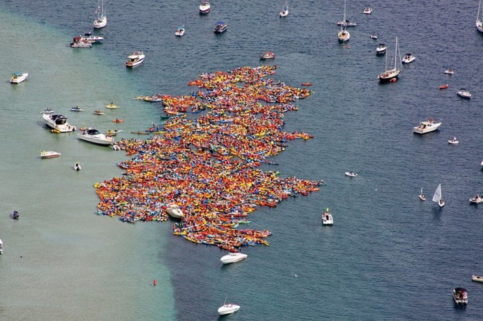4) Largest raft of small boats together
