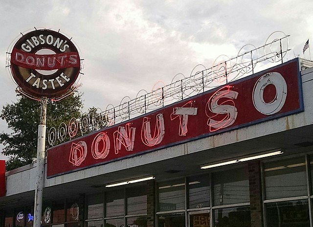 7) Gibson's Donuts - Memphis