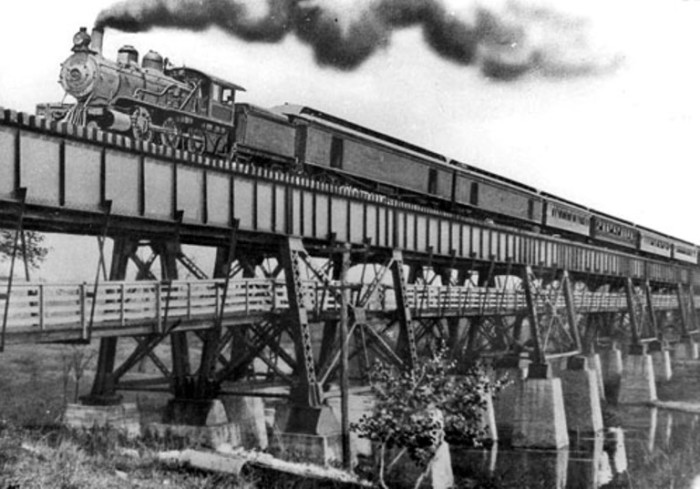 6. The L&E Railroad ran from Winchester to Jackson in the 1800 and 1900s.