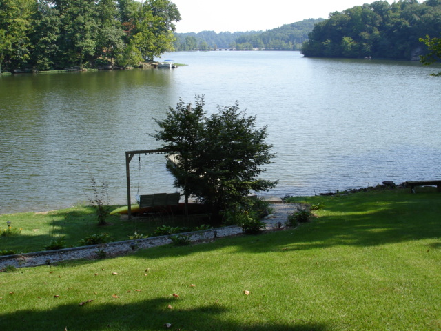 1. Lake Malone is a 788 acre lake with shower and bath facilities, making it a convenient place to swim.