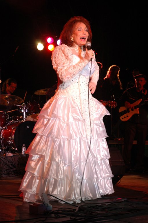 4. Loretta Lynn was a coal miner's daughter born in 1934 who became a renowned country music singer.