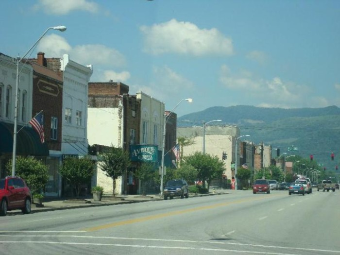 9.  Middlesboro Kentucky is the only city in the US built in a meteor crater. It is also home to the oldest 9 hole golf course and country club, opened in 1889.