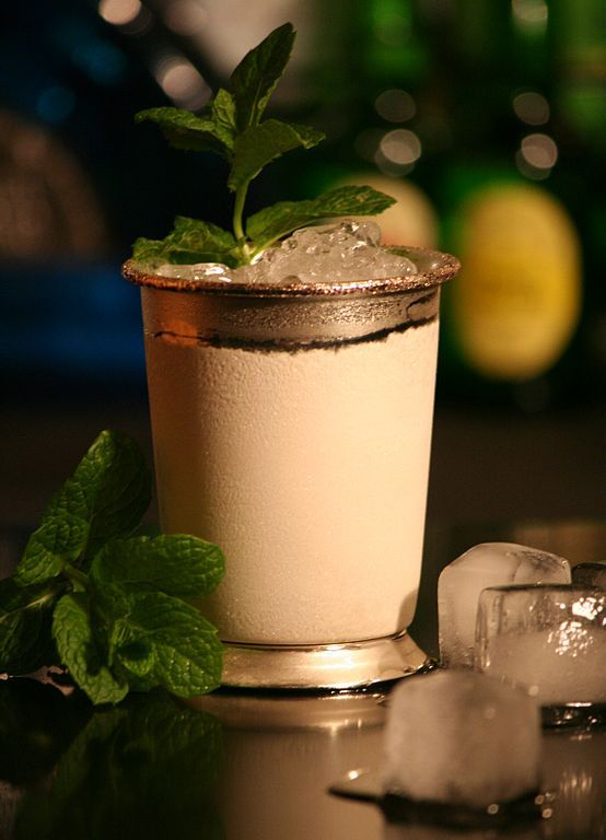 7. The Mint Julep is the official drink of the Kentucky Derby.